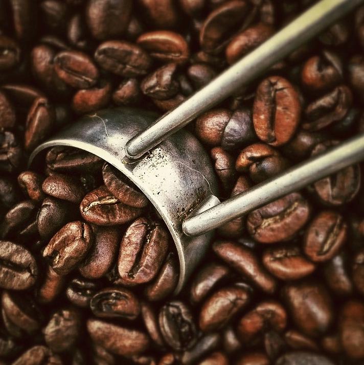 Gute Kaffeebohnen erkennt man an Geruch und Optik