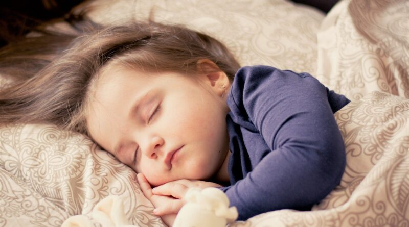Schlafendes Kind im Bett