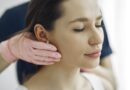 Haut behandeln mit Microneedling